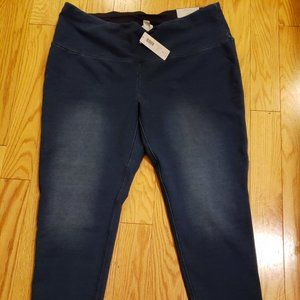 NWT Chico's Zenergy so slimming crop legging